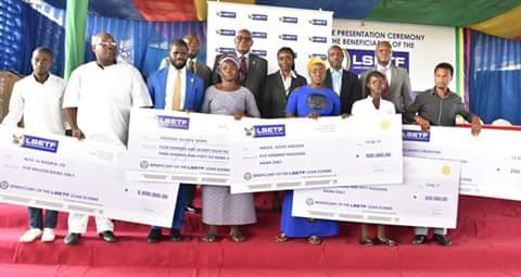 ETF: Ambode presents N924.7M cheques to 1,438 beneficiaries