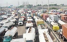 Apapa gridlock: Lagos begins evacuation of articulated vehicles