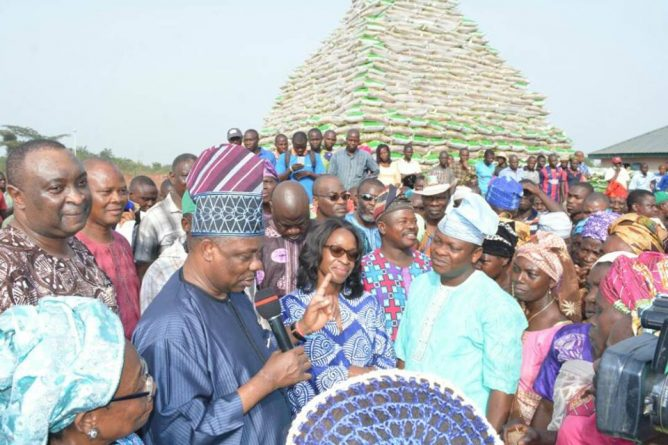 Ogun Set to Start Sale of Mass Produced Ofada Rice